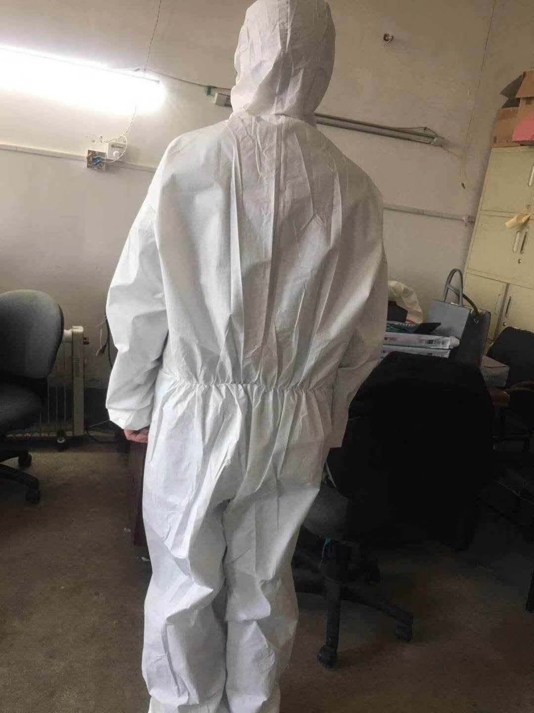 Lightweight Polyethylene Isolation Gown